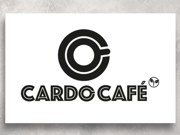 <span>CARDO CAFÉ – LOGO</span><i>→</i>